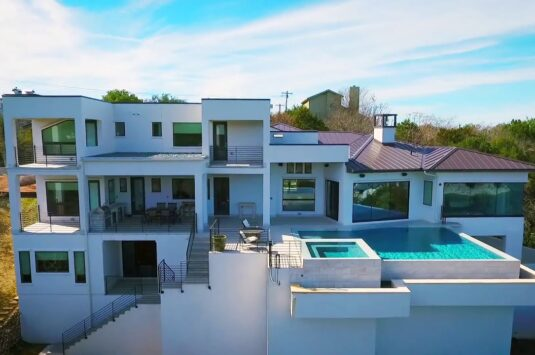 Lake Travis South Shore Luxury Home with Stunning Views